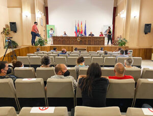 El acto de firma de las ayudas LEADER tuvo lugar en el salón de la Iglesia de Santa María Conde